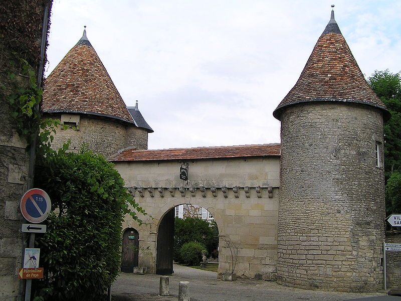 Photo du Monument Historique Logis des Tours situé à Villefagnan