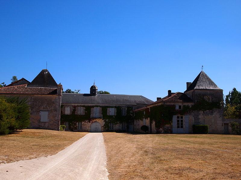 Photo du Monument Historique Domaine de Fontguyon situé à Saint-Amant-de-Nouère