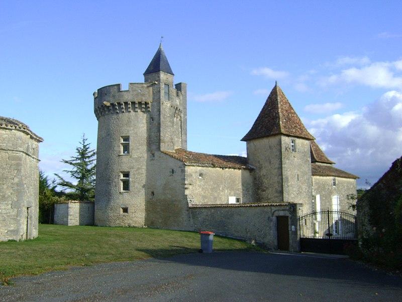 Photo du Monument Historique Logis de la Barre situé à Villejoubert