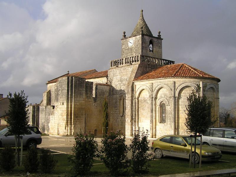 Photo du Monument Historique Eglise Saint-Maxime situé à Saint-Même-les-Carrières