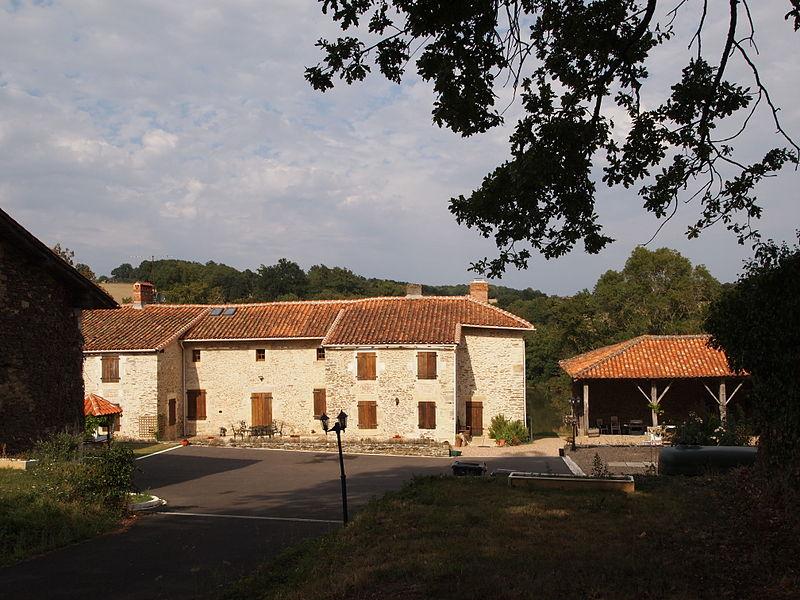Photo du Monument Historique Haut fourneau de Puiraveau (ou Puyravaud) situé à Vitrac-Saint-Vincent