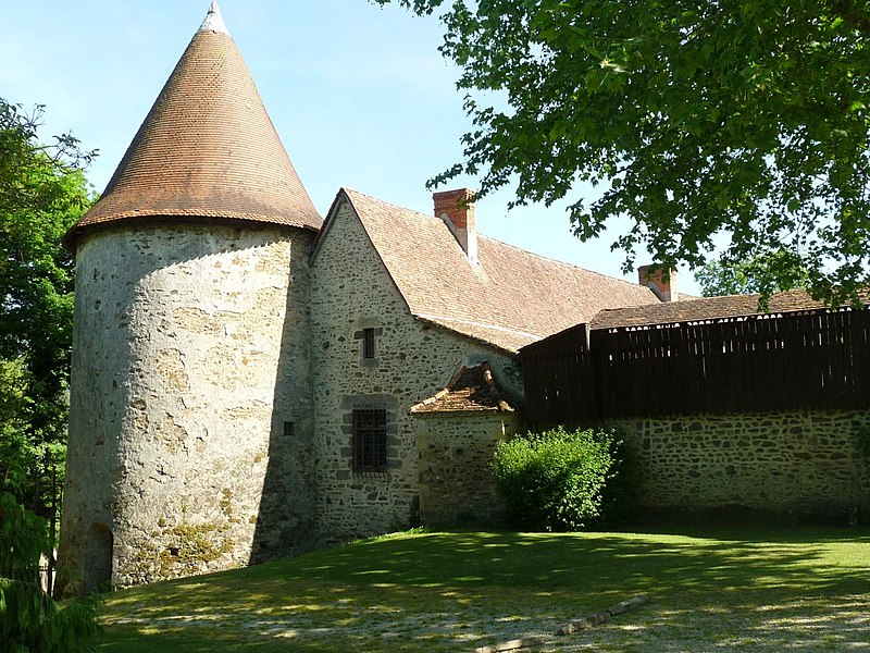 Photo du Monument Historique Château de Peyras situé à Roumazières-Loubert