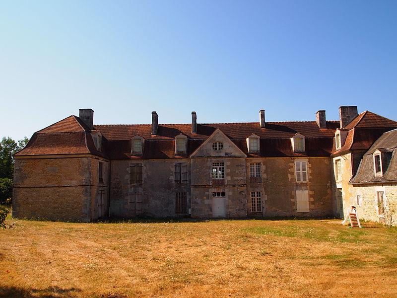 Photo du Monument Historique Château de Puybautier situé à Saint-Coutant