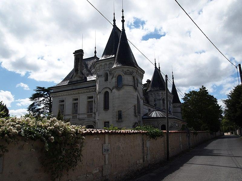 Photo du Monument Historique Château des Chabannes situé à Jarnac