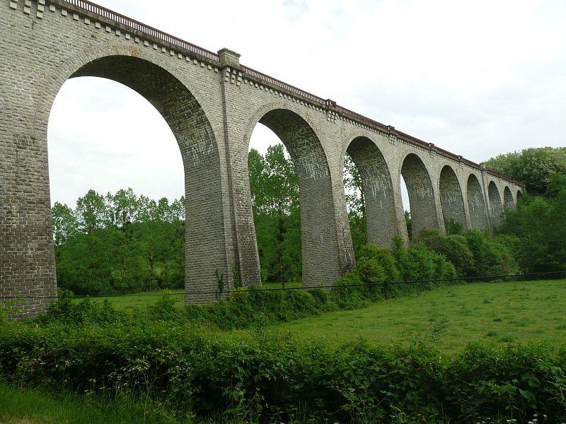 Photo du Monument Historique Viaduc ferroviaire dit viaduc de la Sonnette (également sur commune de Saint-Claud) situé à Grand-Madieu (Le)
