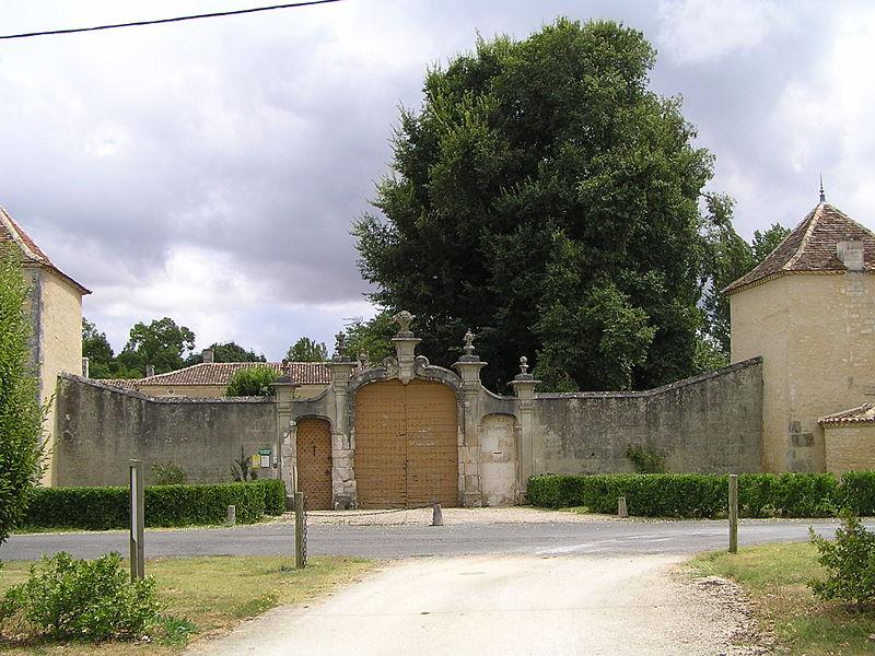 Photo du Monument Historique Logis du Portal situé à Vars