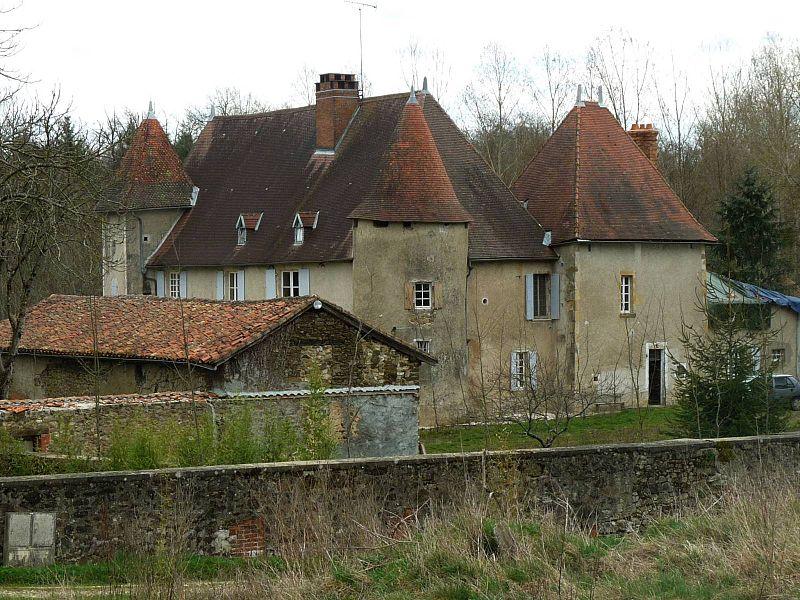 Photo du Monument Historique Château de Chambes situé à Roumazières-Loubert