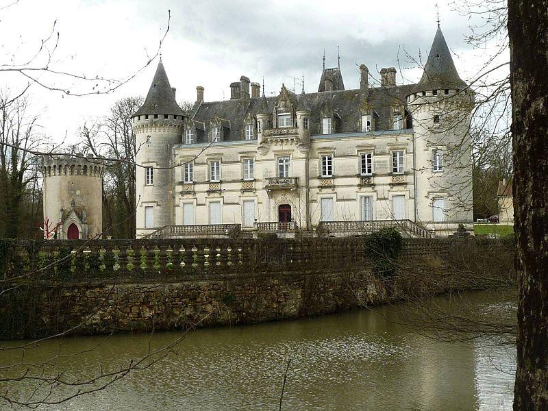 Photo du Monument Historique Château de Nieuil situé à Nieuil