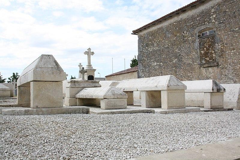 Photo du Monument Historique Cimetière autour de l'église situé à Bignay
