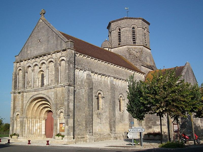 Photo du Monument Historique Eglise Saint-Pierre situé à Bois