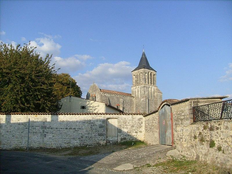 Photo du Monument Historique Eglise Saint-Vivien situé à Bords