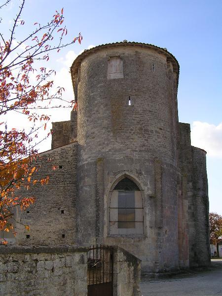 Photo du Monument Historique Eglise Saint-Pierre situé à Brie-sous-Matha