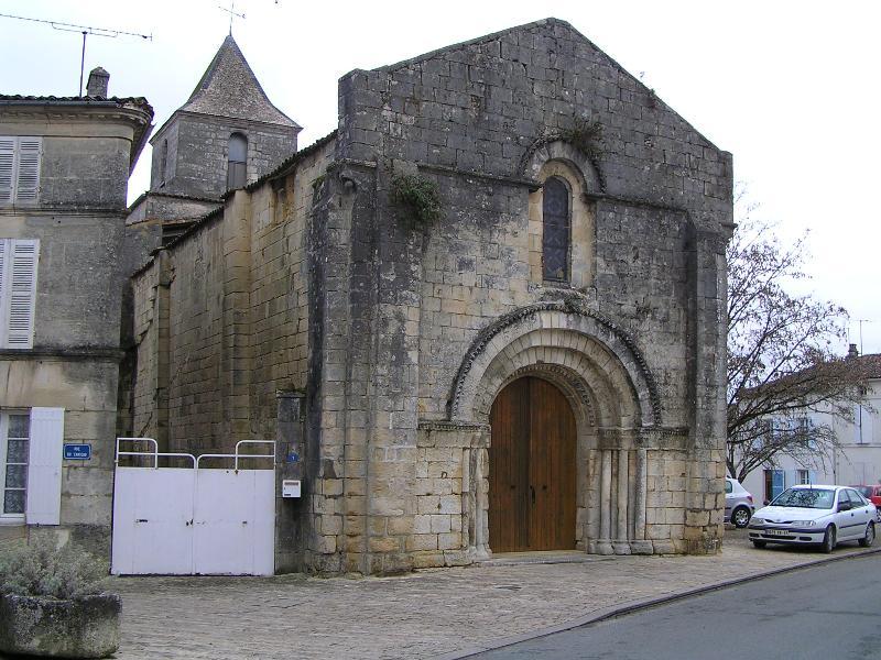 Photo du Monument Historique Eglise Saint-Léger situé à Burie