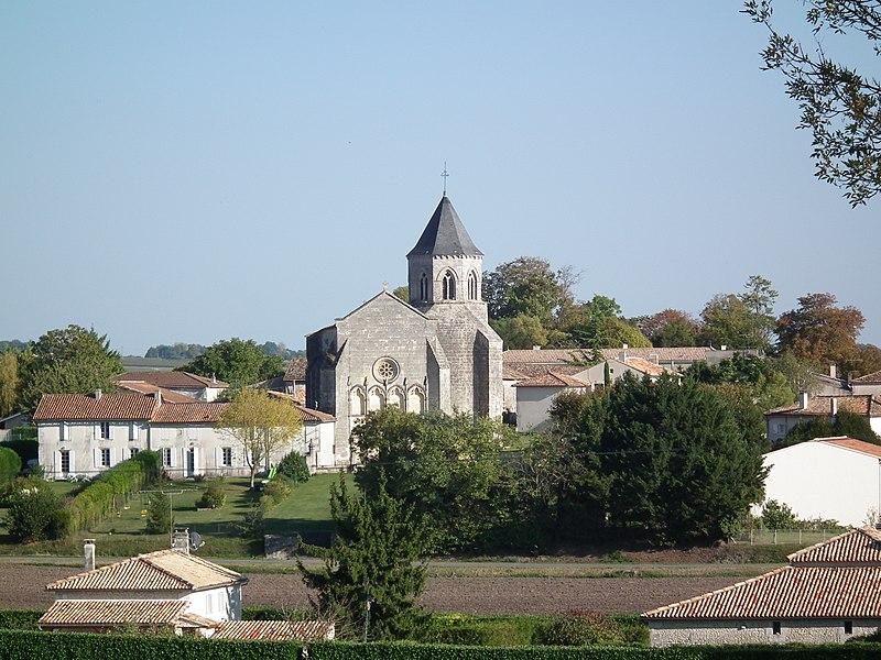 Photo du Monument Historique Eglise Saint-Pierre-ès-Liens situé à Champagnac