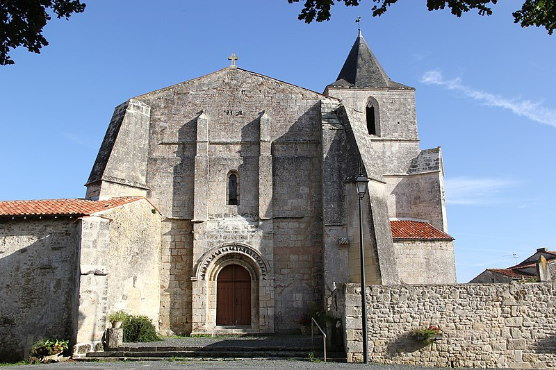 Photo du Monument Historique Eglise Saint-Pierre situé à Champdolent
