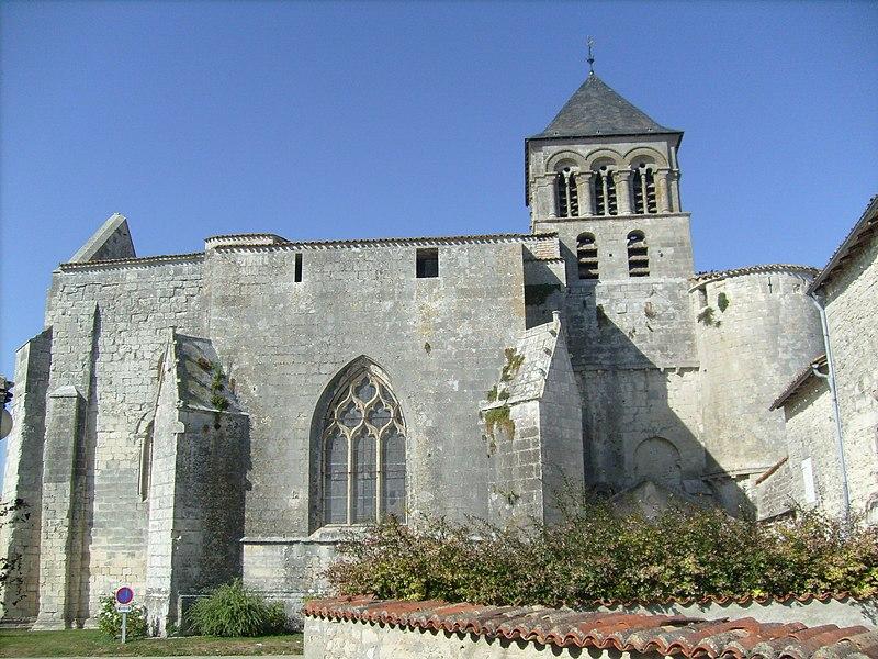 Photo du Monument Historique Eglise Saint-Pierre situé à Chaniers