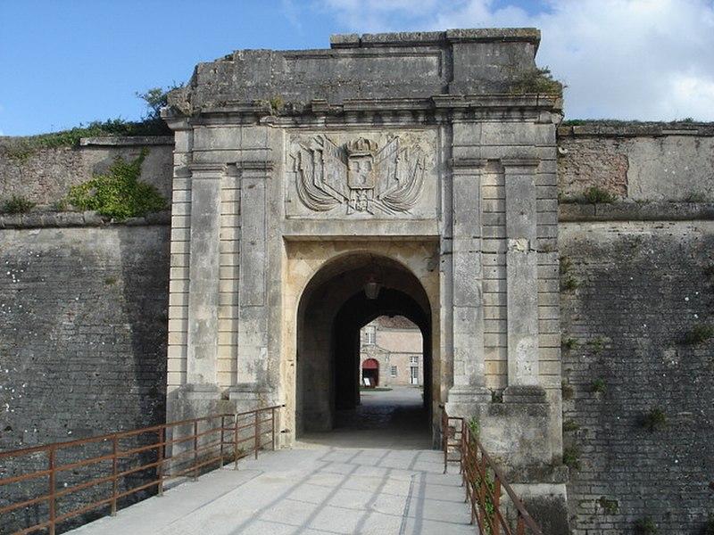 Photo du Monument Historique Citadelle et fortifications situé à Château-d'Oléron (Le)
