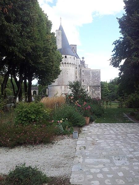 Photo du Monument Historique Château situé à Crazannes