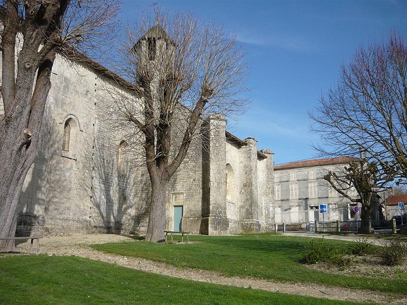 Photo du Monument Historique Eglise Saint-Pierre situé à Dampierre-sur-Boutonne