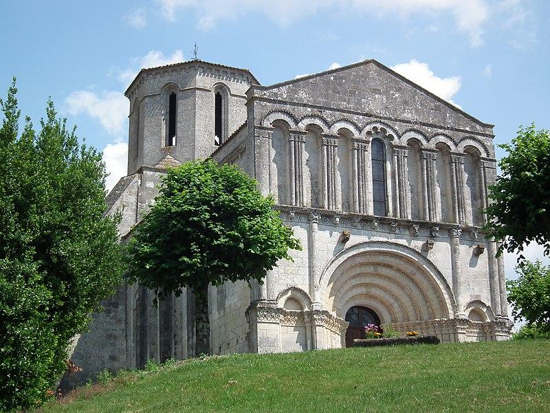 Photo du Monument Historique Eglise Saint-Pierre situé à Echebrune