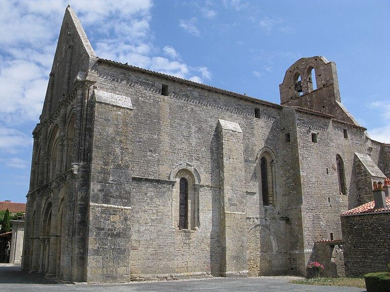 Photo du Monument Historique Eglise Notre-Dame situé à Genouillé