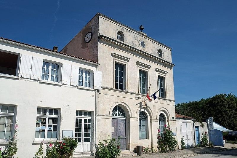 Photo du Monument Historique Hôtel de ville et bâtiments voisins appartenant à la commune situé à Ile-d'Aix