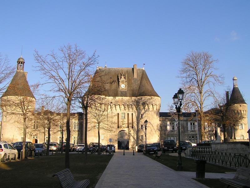 Photo du Monument Historique Château situé à Jonzac