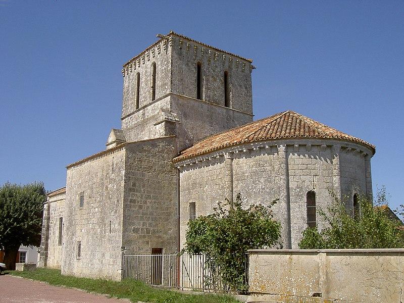 Photo du Monument Historique Eglise Saint-Pierre situé à Lussant
