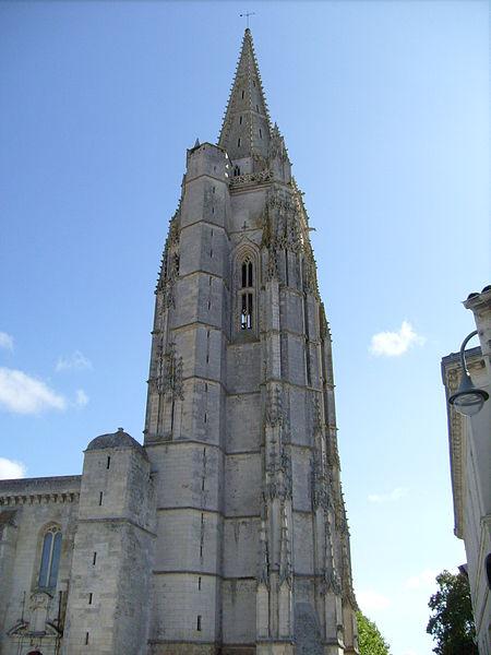 Photo du Monument Historique Eglise Saint-Pierre situé à Marennes
