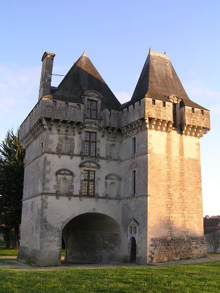 Photo du Monument Historique Château situé à Matha
