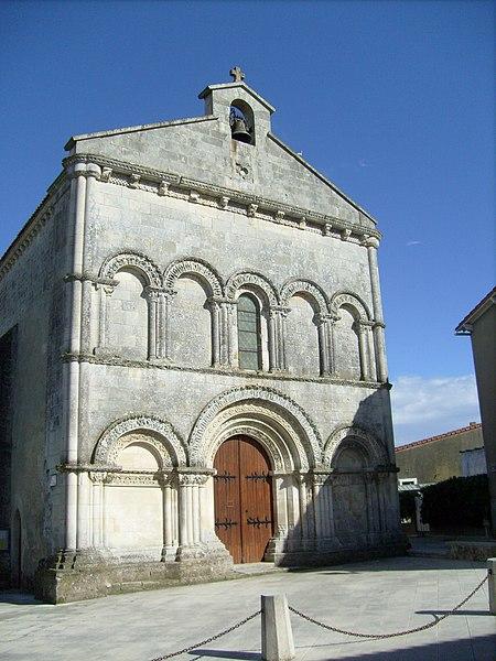 Photo du Monument Historique Eglise Saint-Pierre-ès-Liens situé à Médis