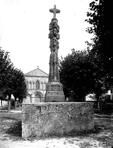 Photo du Monument Historique Croix situé à Nieul-le-Virouil