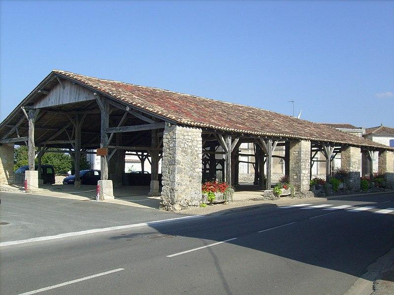 Photo du Monument Historique Halles situé à Pisany