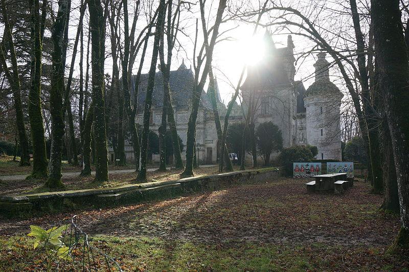 Photo du Monument Historique Château des Egreteaux, dit château d'Usson situé à Pons