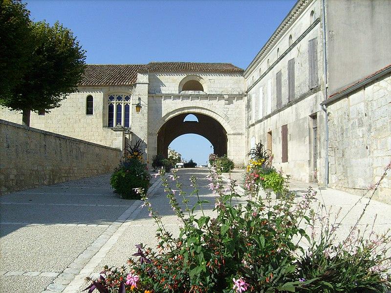 Photo du Monument Historique Ancien hôpital des Pèlerins situé à Pons