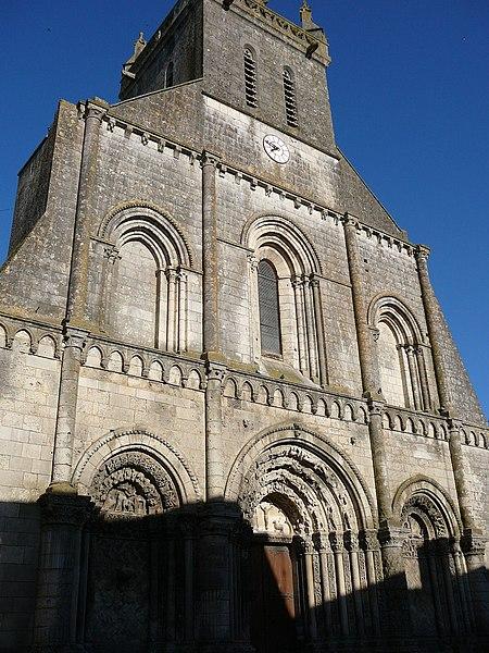 Photo du Monument Historique Eglise Saint-Pierre situé à Pont-l'Abbé-d'Arnoult