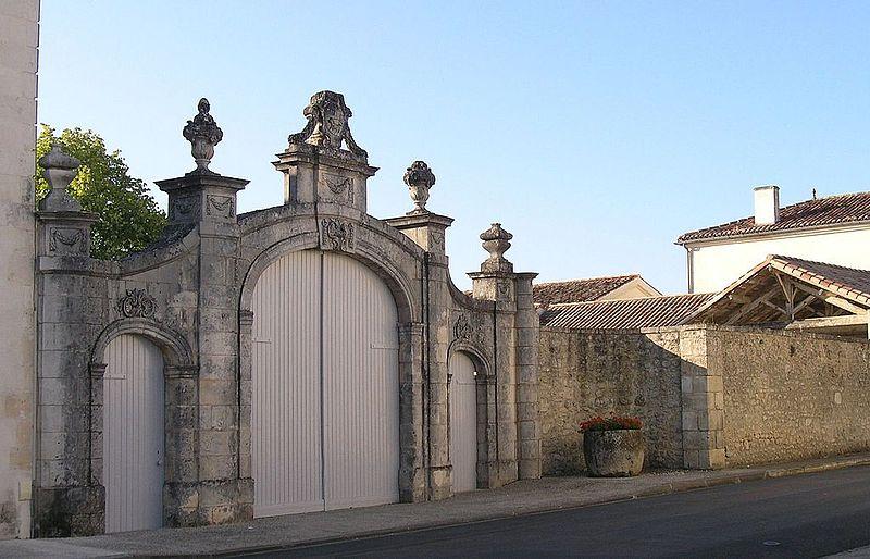 Photo du Monument Historique Ecole situé à Rétaud