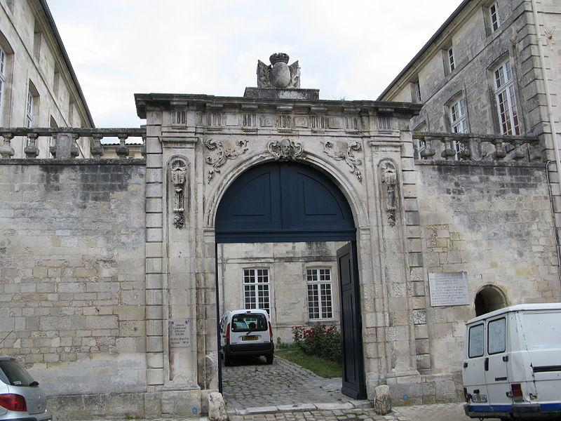 Photo du Monument Historique Caserne Latouche-Tréville situé à Rochefort