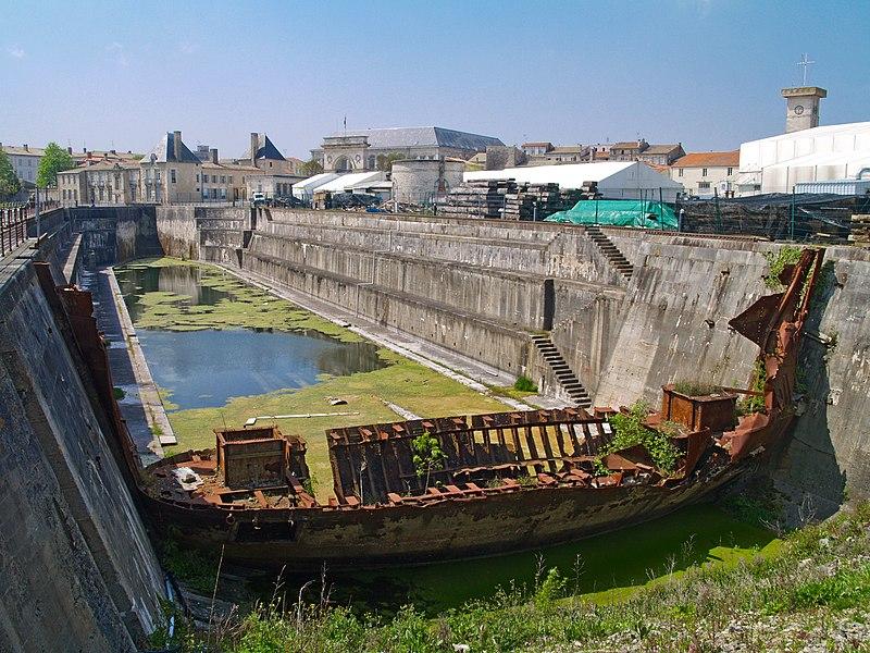 Photo du Monument Historique Formes de radoub de l'arsenal situé à Rochefort