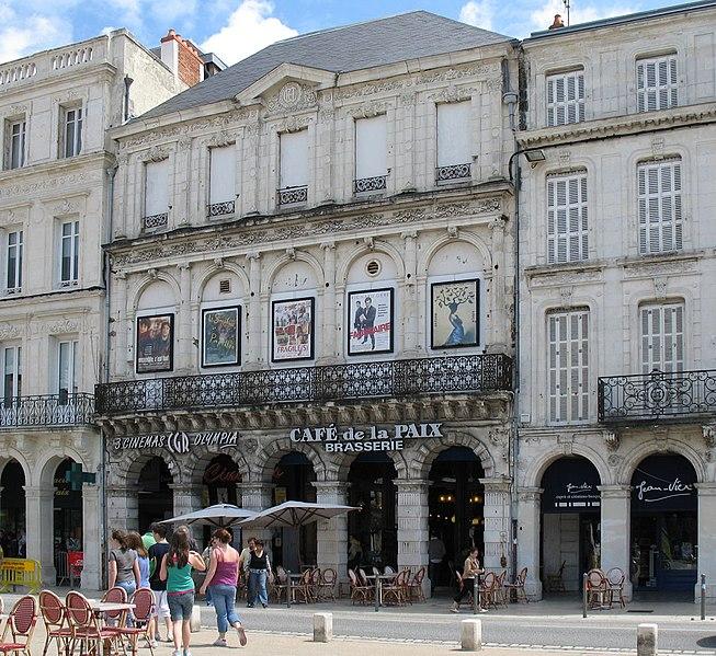 Photo du Monument Historique Café de la Paix situé à La Rochelle