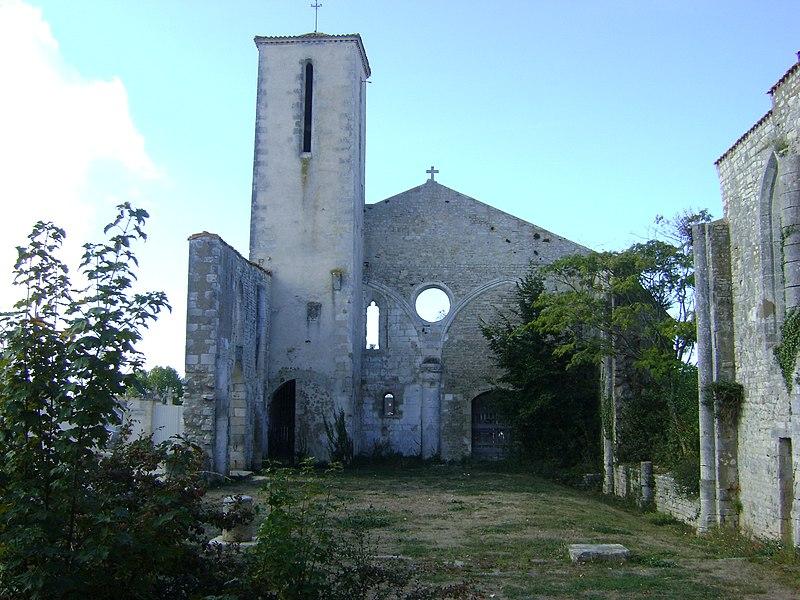 Photo du Monument Historique Ancienne église Saint-Pierre-de-Laleu, actuellement salle de sport situé à La Rochelle