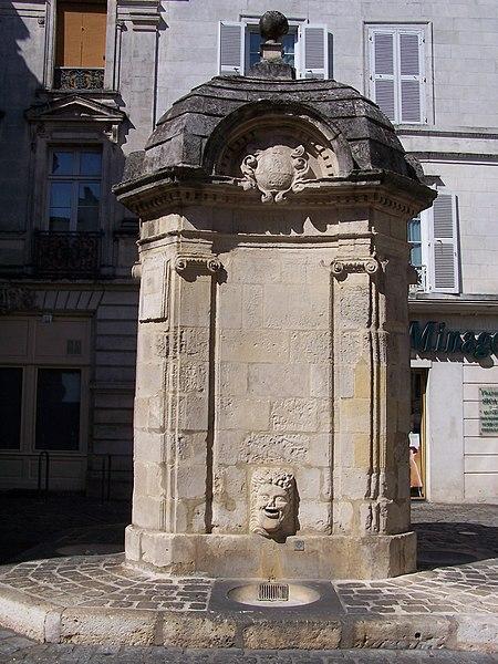 Photo du Monument Historique Fontaine du Pilori situé à La Rochelle
