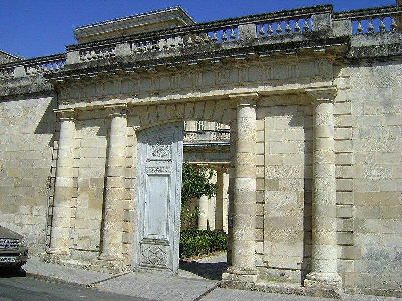 Photo du Monument Historique Hôtel de la Bourse, actuellement Greffe du Tribunal de Commerce situé à La Rochelle