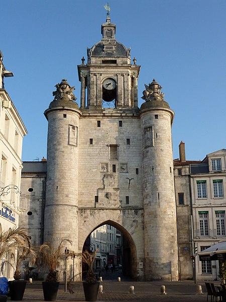 Photo du Monument Historique Porte de la Grosse-Horloge situé à La Rochelle