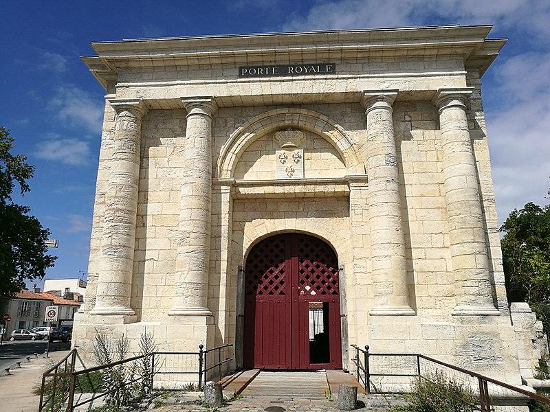 Photo du Monument Historique Porte Royale, avant-porte Royale et remparts avoisinants situé à Rochelle (La)