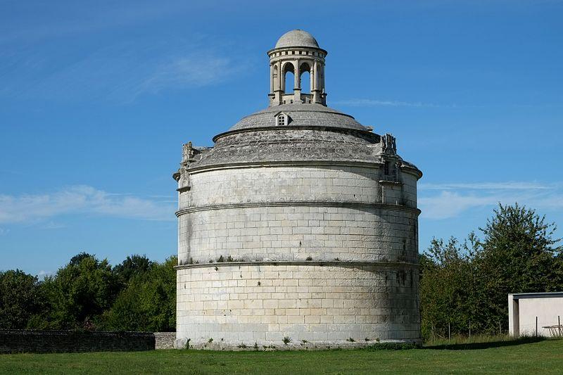 Photo du Monument Historique Ancienne abbaye de Montierneuf situé à Saint-Agnant