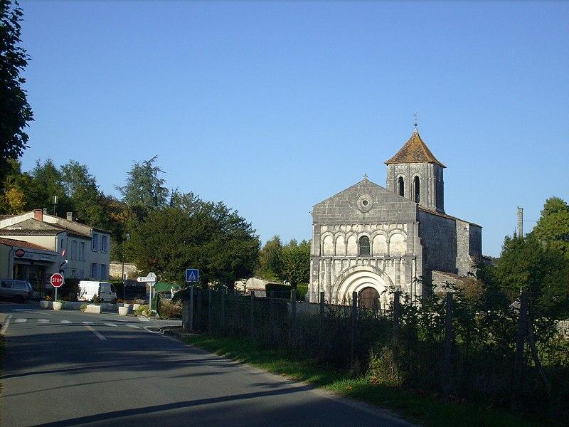 Photo du Monument Historique Eglise Saint-Cézaire situé à Saint-Césaire