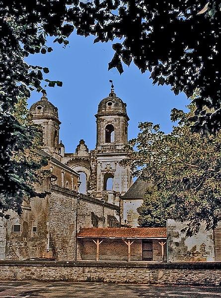 Photo du Monument Historique Ancienne abbaye Saint-Jean-Baptiste situé à Saint-Jean-d'Angély