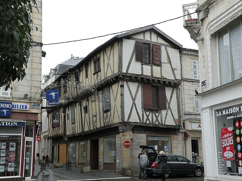 Photo du Monument Historique Maison situé à Saint-Jean-d'Angély