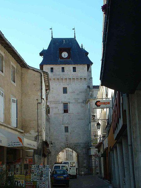 Photo du Monument Historique Tour de l'Horloge situé à Saint-Jean-d'Angély
